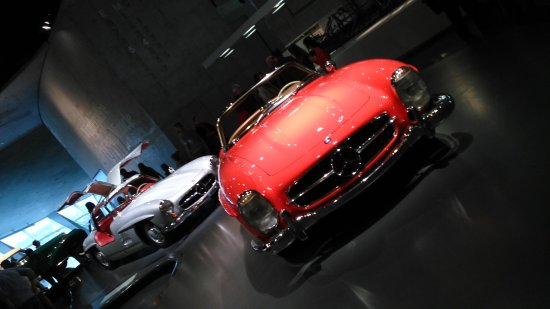 Mercedes-Benz Museum: Red car