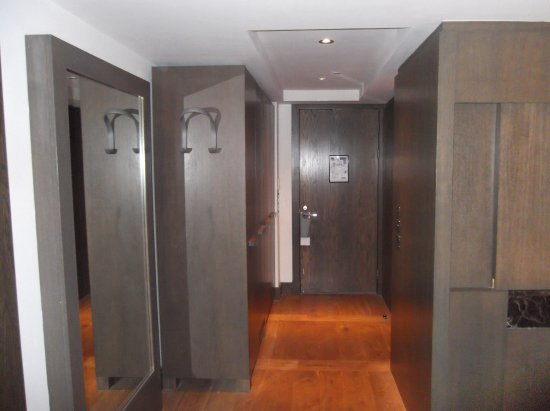 Blythswood Square: Well equipped with wardrobe space
