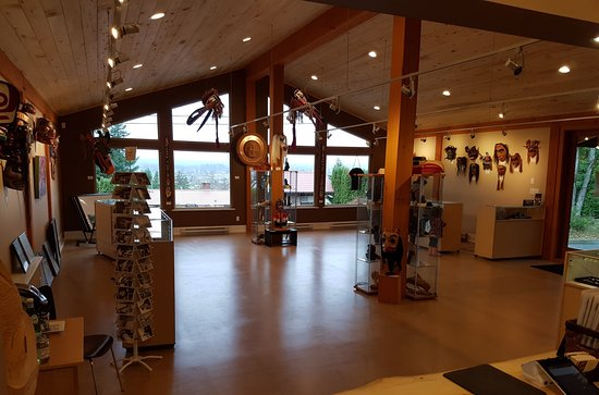 Courtenay, Canadá: Inside image of the new Spirits of the West Coast Native Art Gallery