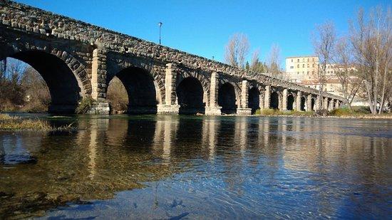 Puente Romano: Precioso entorno !