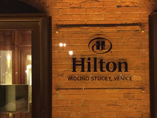 Hilton Molino Stucky Venice Hotel: Front door