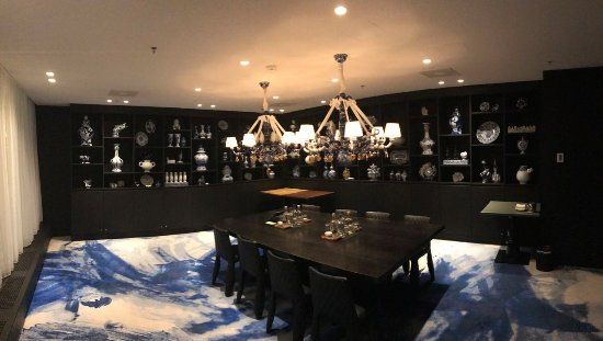 Andaz Amsterdam Prinsengracht: The Delft Blue meeting room