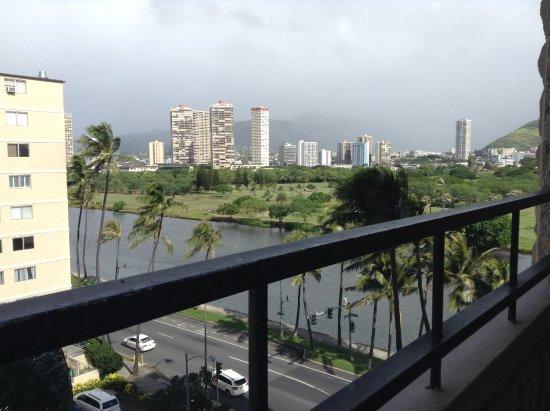Waikiki Sand Villa Hotel: 714の部屋から