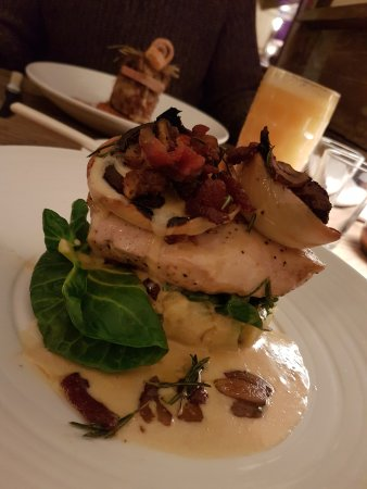 Isleham, UK: Chicken with crispy bacon