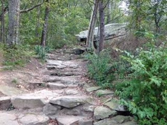 Lookout Mountain, TN: Short path from parking lot leads to Sunset Rock - rocky uneven, some steep, steps
