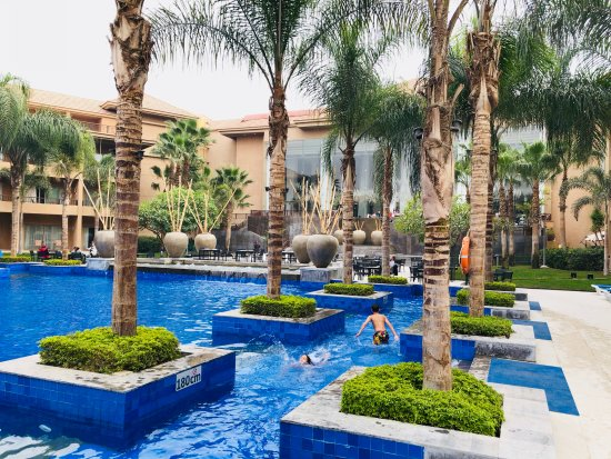 Dusit Thani LakeView Cairo: Where the kids swim