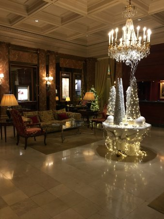 Hotel Westminster: Lobby at Christmas
