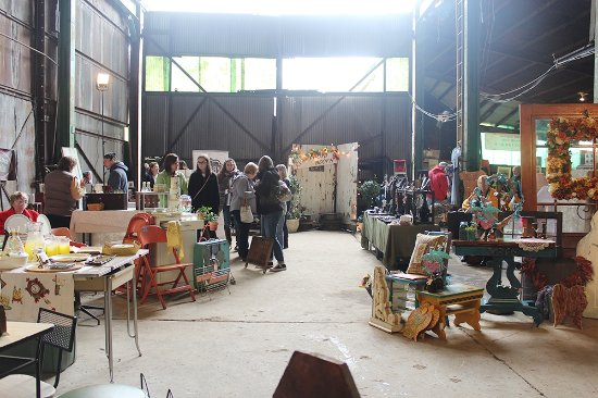 Oakdale, PA: This is a great representation of what the Kinsey Vintage Market is all about!