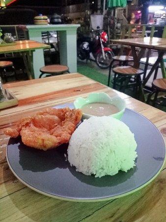 منطقة العاصمة الوطنية, الفلبين: You must drop by at wilfred's mix it up cafe and try their Grilled porkchops and Lechon kawali..