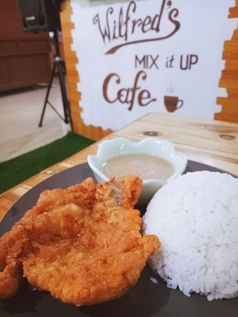 Metro Manila, Filipinas: You must drop by at wilfred's mix it up cafe and try their Grilled porkchops and Lechon kawali..