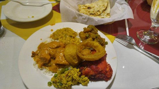 Shalimar Restaurant: Just a few items from the lunch buffet.
