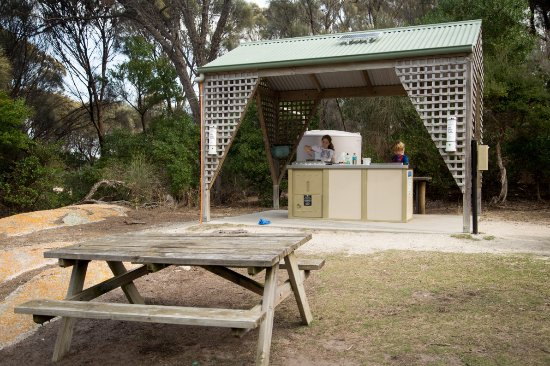 Flinders Island, Australia: Picnic area and BBQ at Trousers Point