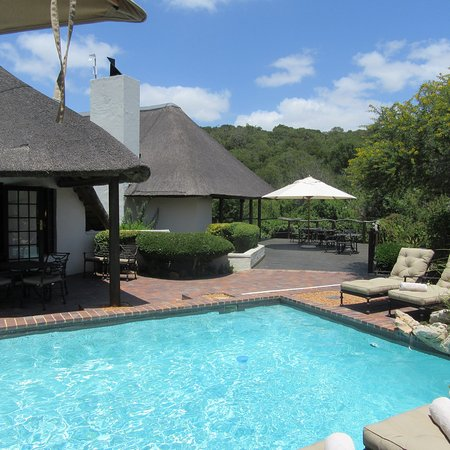 Shamwari Game Reserve Lodges: Lobengula and the Reserve ... with SJ looking after us.