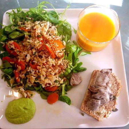La Garenne-Colombes, Francia: Une de nos salades saines et sans gluten pour le déjeuner