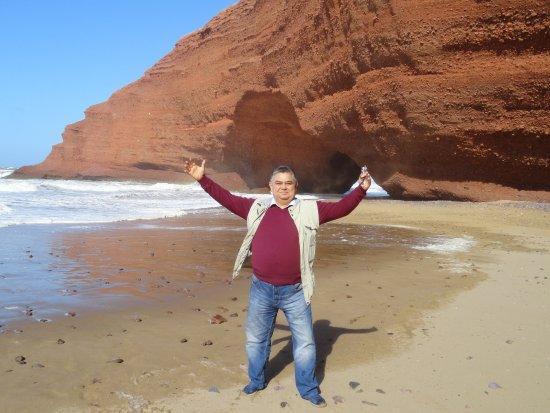 """Legzira Beach: Грот """"нога Дино"""". Пока еще не рухнул."""