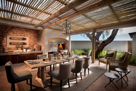 Kwandwe Private Game Reserve, Sydafrika: Exterior dining area at Fort House