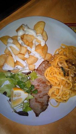 Paella de marisco e plato unì combinato a pranzo