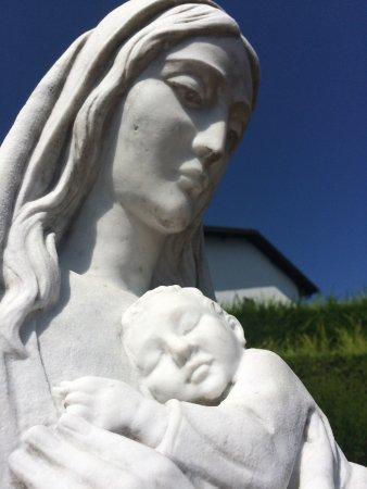 Armeno, Italy: Particolare della statua della Madonna
