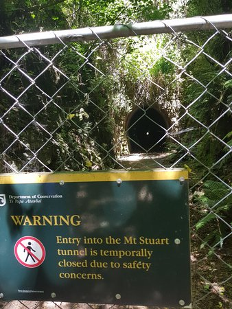 Milton, Nueva Zelanda: Sign for tunnel
