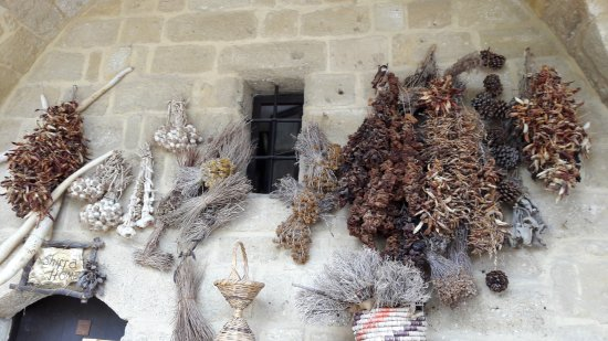 Sedirhan Restaurant: Local handicrafts