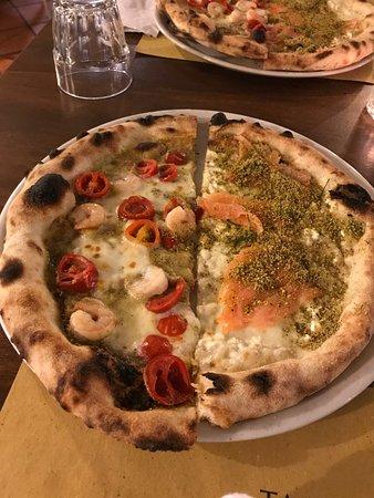 Pizzeria Villa Zuccaro: разнообразный выбор пицц