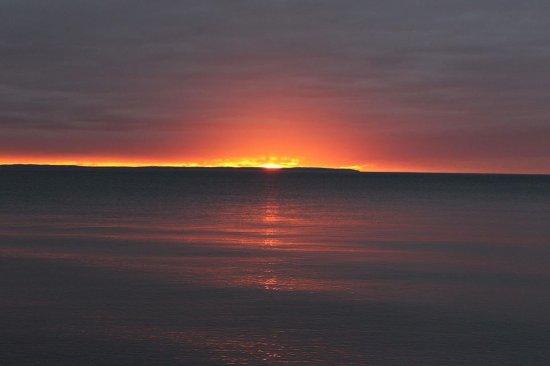 Omena, Μίσιγκαν: sunset on Lake Michigan