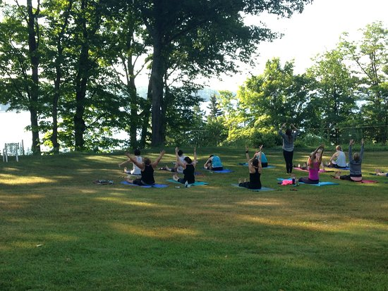 Omena, MI: Sunset Lodge yoga retreat