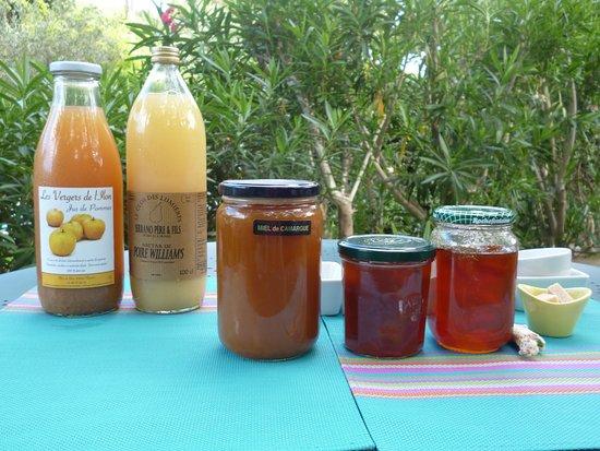 Castillon-du-Gard, Frankreich: Les produits locaux du petit déjeuner