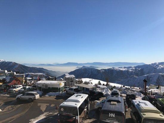 El Colorado Ski Center: Vista da entrada da estação