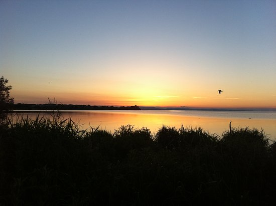 Aghalee, UK: For natural beauty the unspolit and very tranquil Lough Neagh 5 mins drive from us.