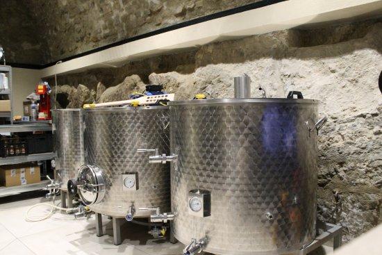 Berre-les-Alpes, France: Nos cuves de brassage