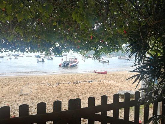 Pousada Manaca Inn: Vista desde el portón de entrada
