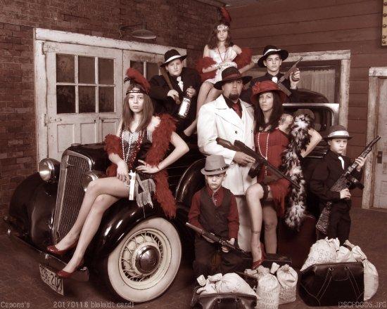 Capones Old Time Pic. Studio
