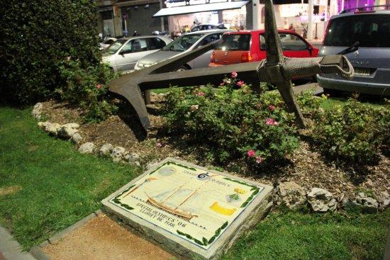 Lloret Beach: Памятники на пляже Ллорет