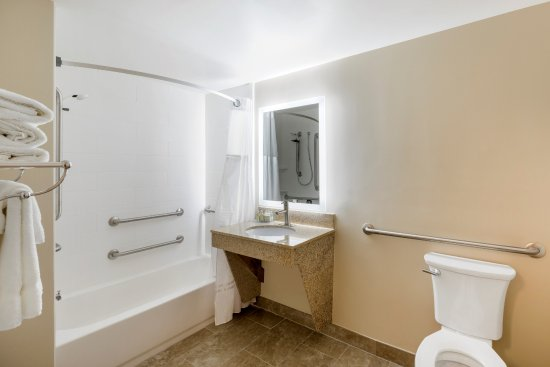 Grandville, MI: Accessible Bathroom