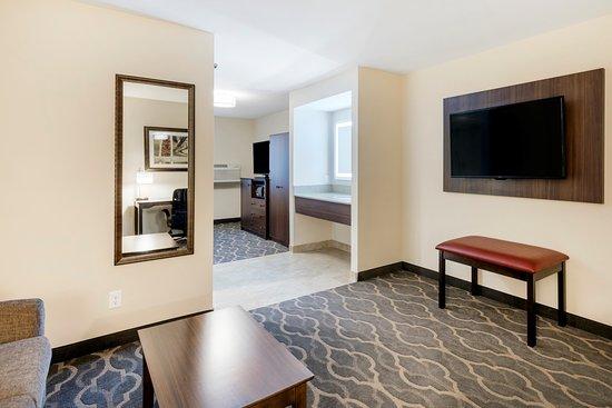 Grandville, MI: King Suite