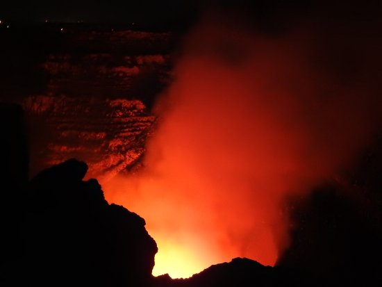Masaya Volcano National Park: Red crater!