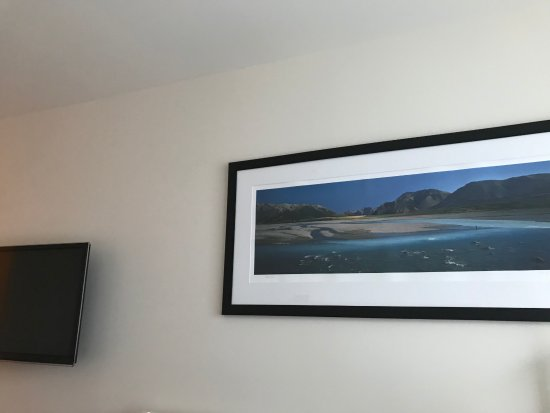Commodore Airport Hotel, Christchurch: Picture from Rakaia Gorge on the wall
