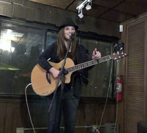 Vestal, Nowy Jork: Come listen to Amber Martin's music on Sat. 8/11/18 from 8 to 10pm.  Suggested donation: $10.