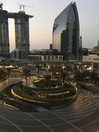 Armani Hotel Dubai : С балкона.