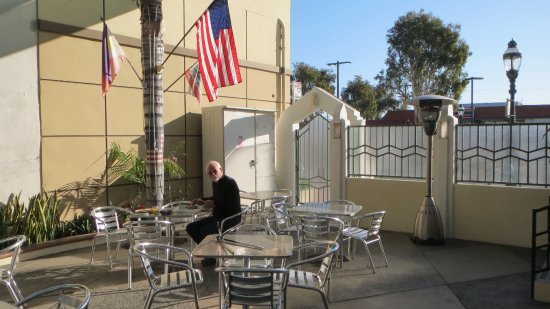 El Primero Hotel: Quiet love sun-lit breakfast of tropical fruits