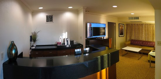 Marriott Marquis SF - Suite 3056 - Full Wet Bar Off of Livingroom ...