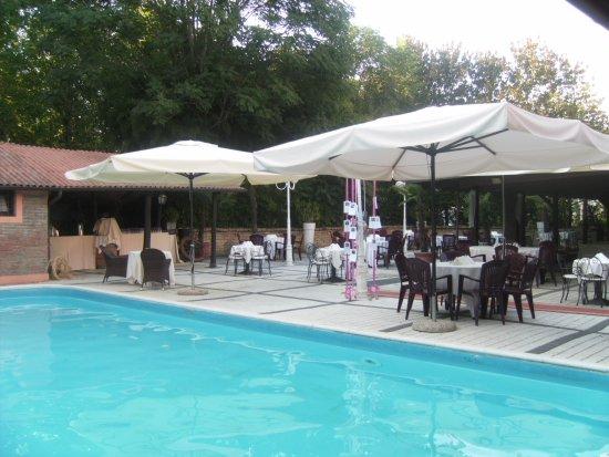 Mordano, إيطاليا: Cena a bordo piscina