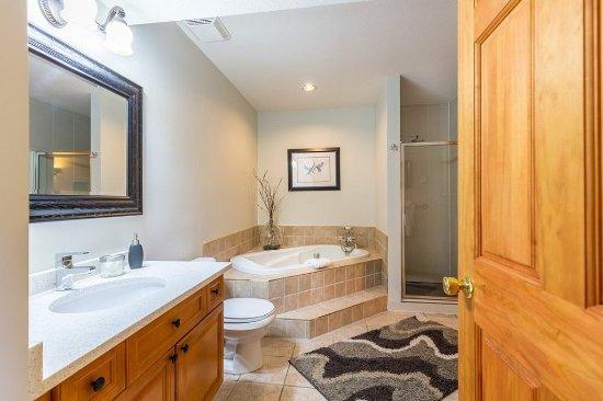 Sechelt, Canada: Luxury Suite Bathroom