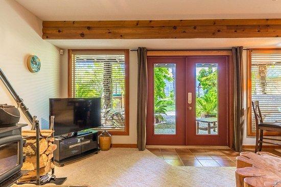 Sechelt, Canada: Luxury Suite Private Entrance