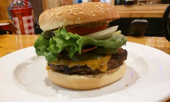 Myrtle Creek, OR: Cheddar, bacon, jalapeno burger.