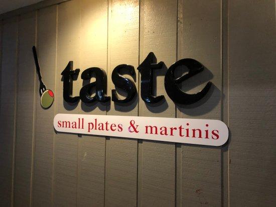 Taste: ビーチに行く途中の左側にあります