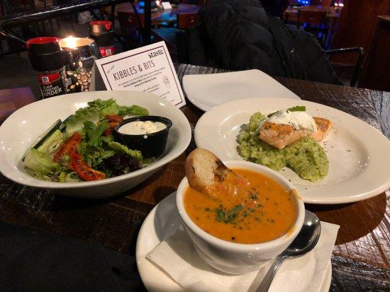 Taste: サラダ、スープ、サーモンを頼みました