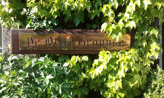 Old Ground Hotel: A beautiful view of the sign on the hotel