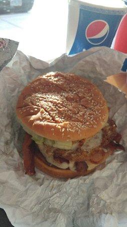 Woodburn, OR: Wonderful burger with fresh fries